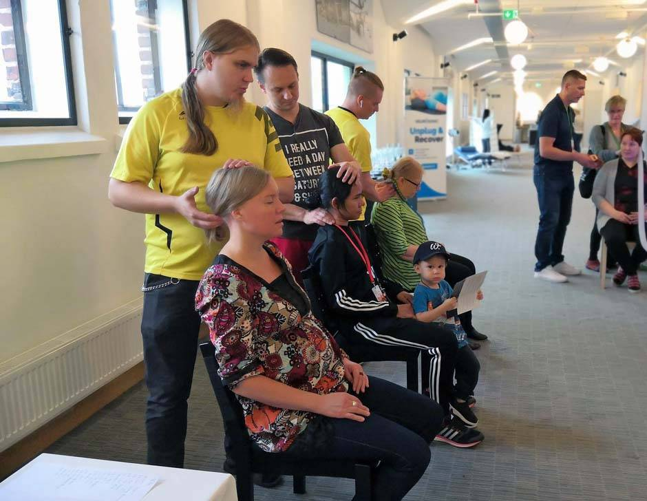 Toni Ilola, Jarno Mattila and Ville Vertanen offerend neck and shoulder massage at Hotel Clarion for the participants and organizer's too! :)