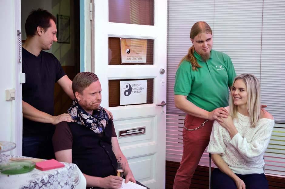 Launch Event for bloggers in Studio Eudokia Toni Ilola and Jarno Mattila doing neck and shoulder massages